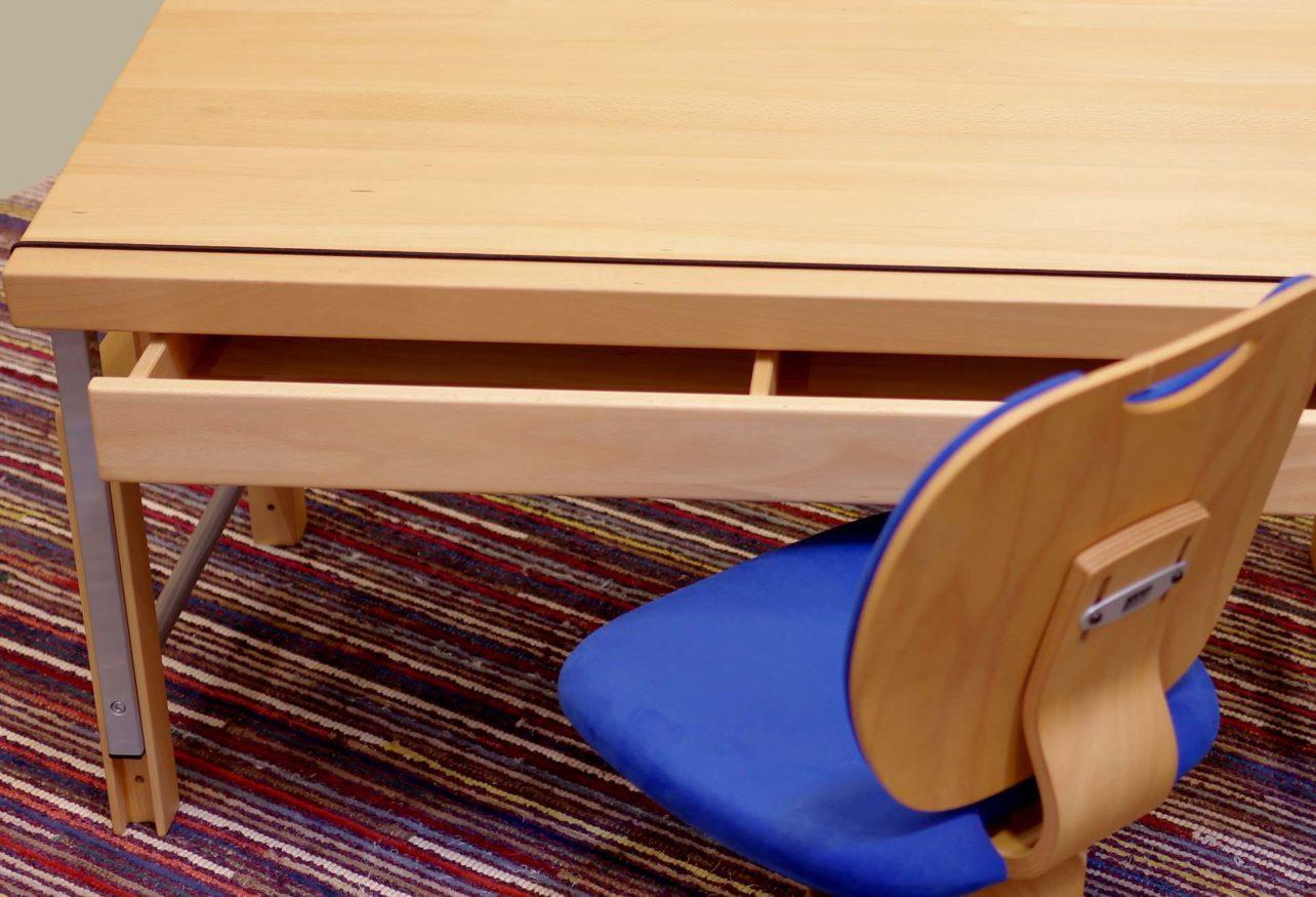 Schreibtisch Ziggy in Ausstellung