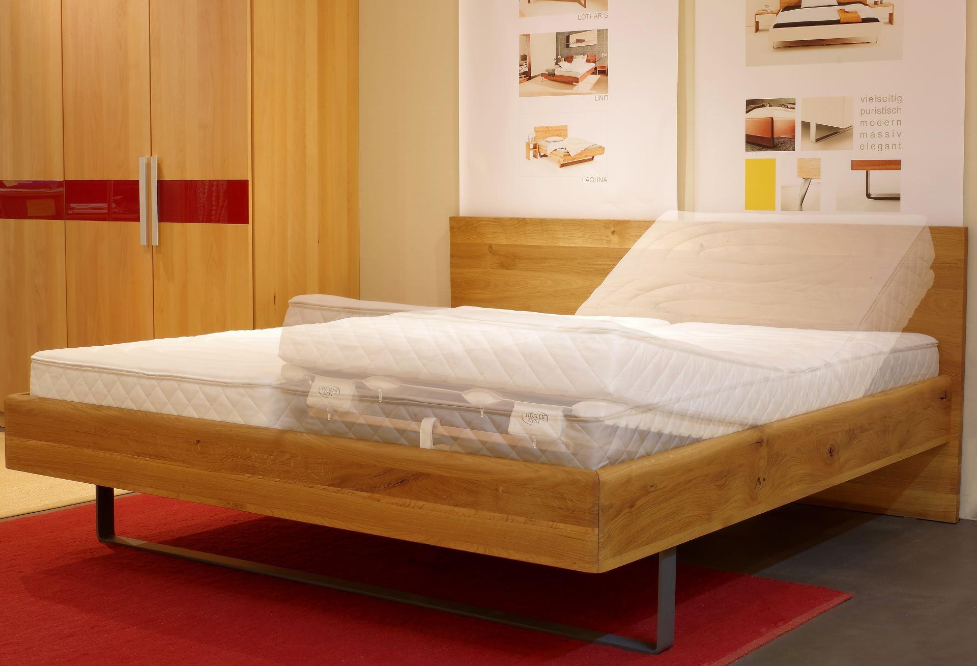 Vollholzbett Kendo mit Hüsler Nest Schlafsystem