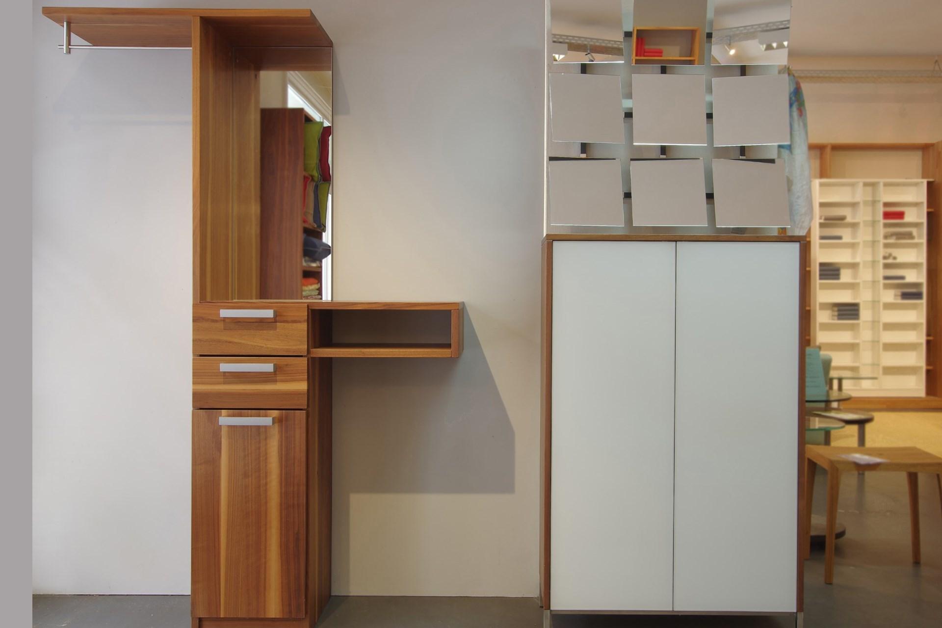 Garderobe Cubik Nussbaum, Schuhschrank Mood und Spiegel Baikal