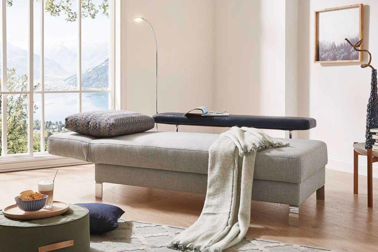 Liege Salto mit verstellbarem Rückenelement.Schlafposition