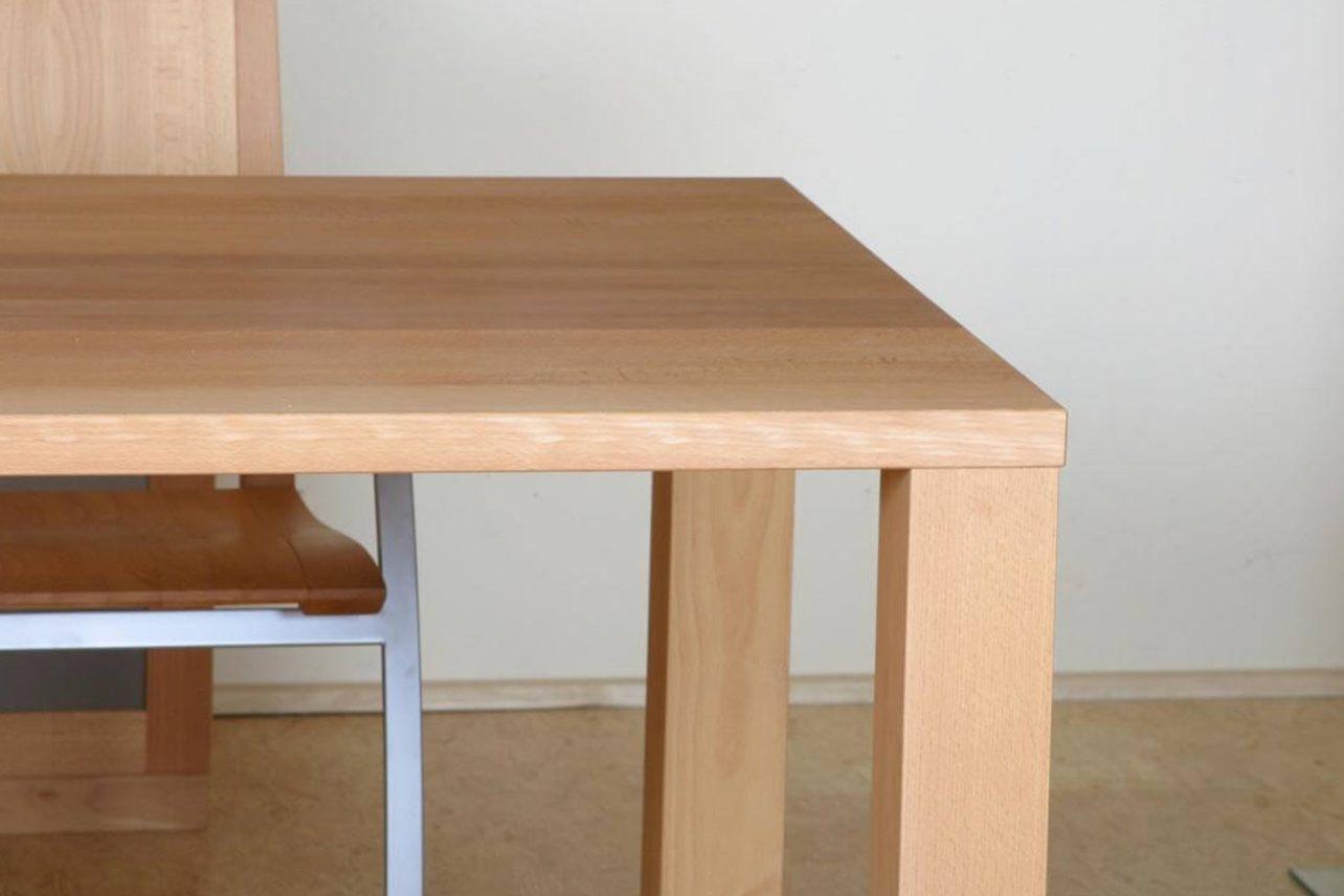 Zargenloser Tafeltisch Tavo mit viel Beinfreiheit