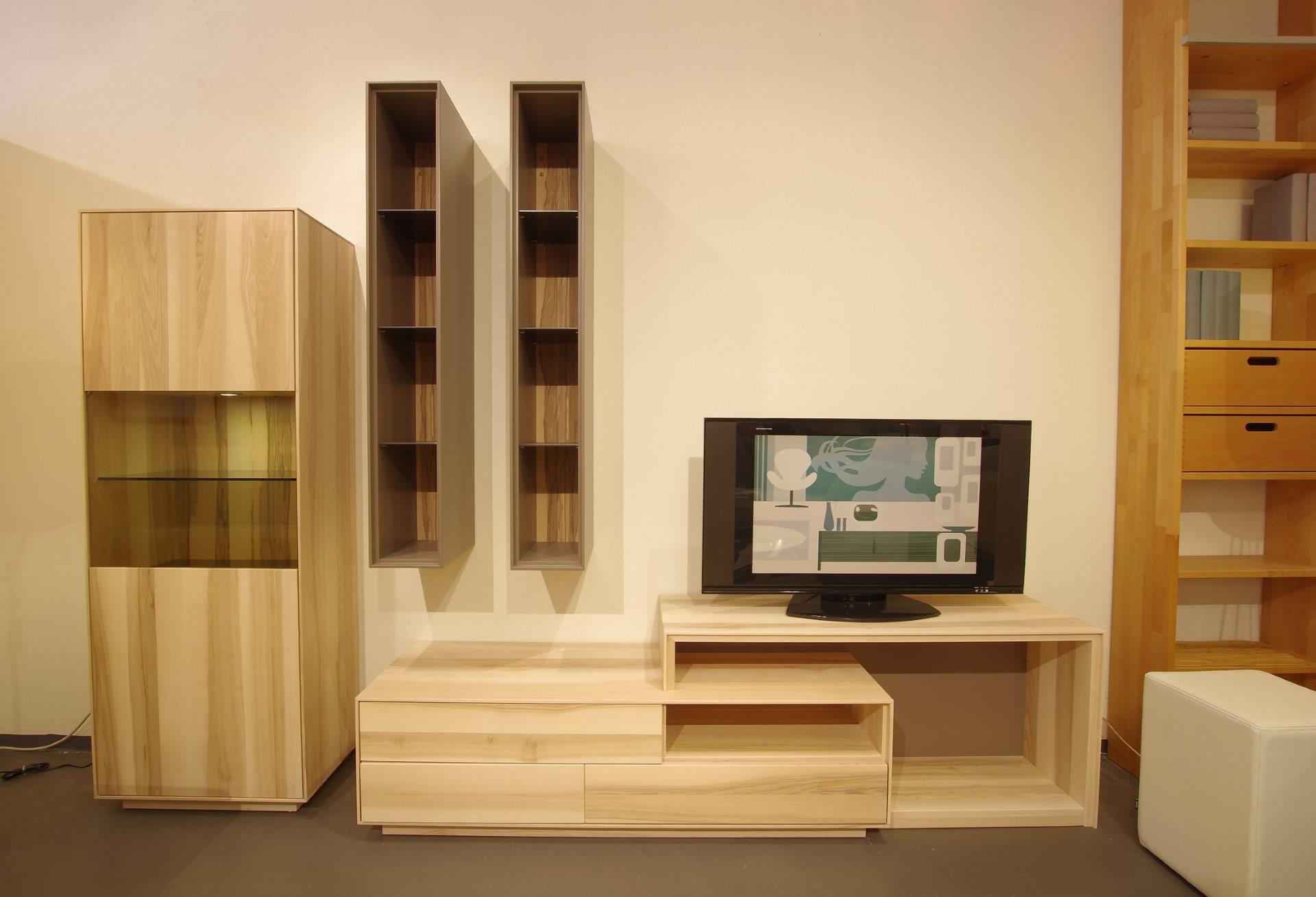 Moderne Wohnwand Puro in Kernesche weiss geölt