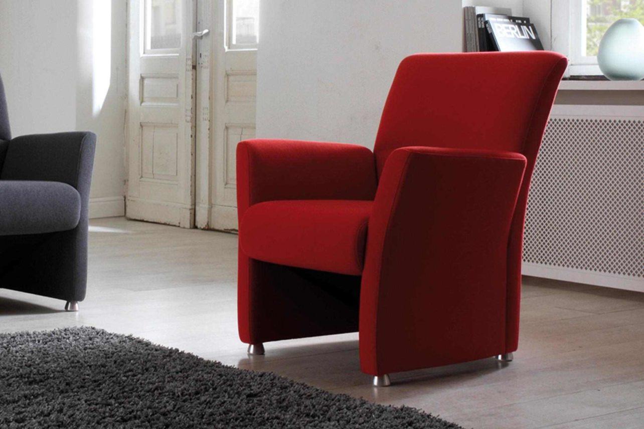 Nossa ist der ideale Sessel für kleine Räume-zierlich und sehr bequem