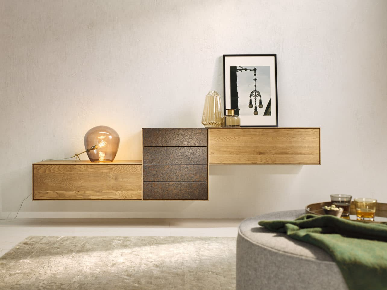 Sideboard Puro Stone in Asteiche Balkeneiche barrique geölt in Kombination mit Fronten in Stein Coffee Brown