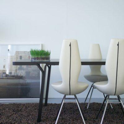 Ergonomischer Esszimmerstuhl Date mit Neigungsfunktion, Ausführung in weißem Leder