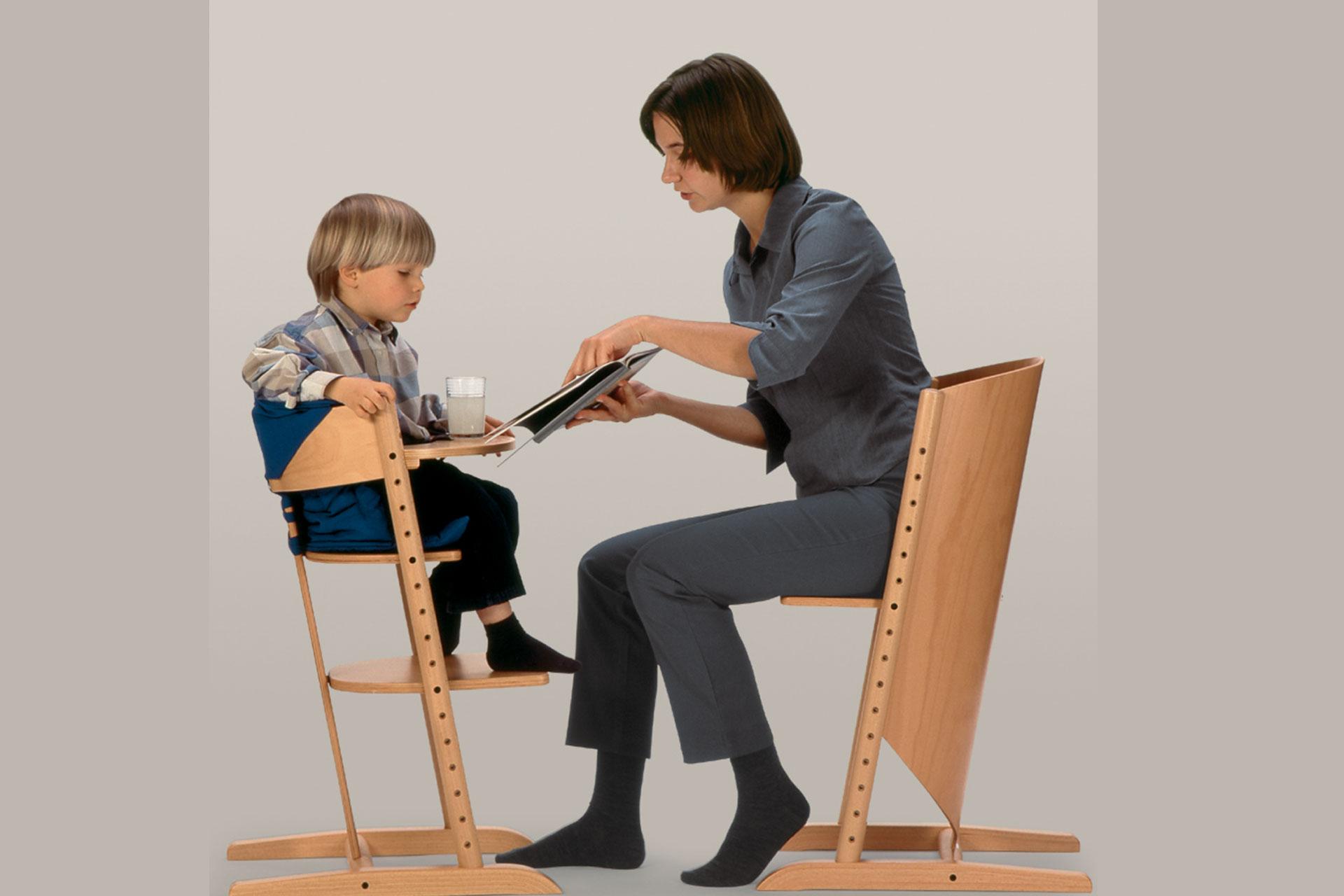 Mitwachsende Kinderstühle in Buche lackiert