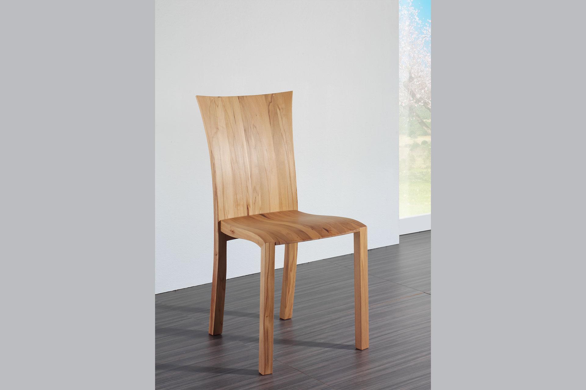 Kirschholzstuhl mit ausgeformtem Holzsitz