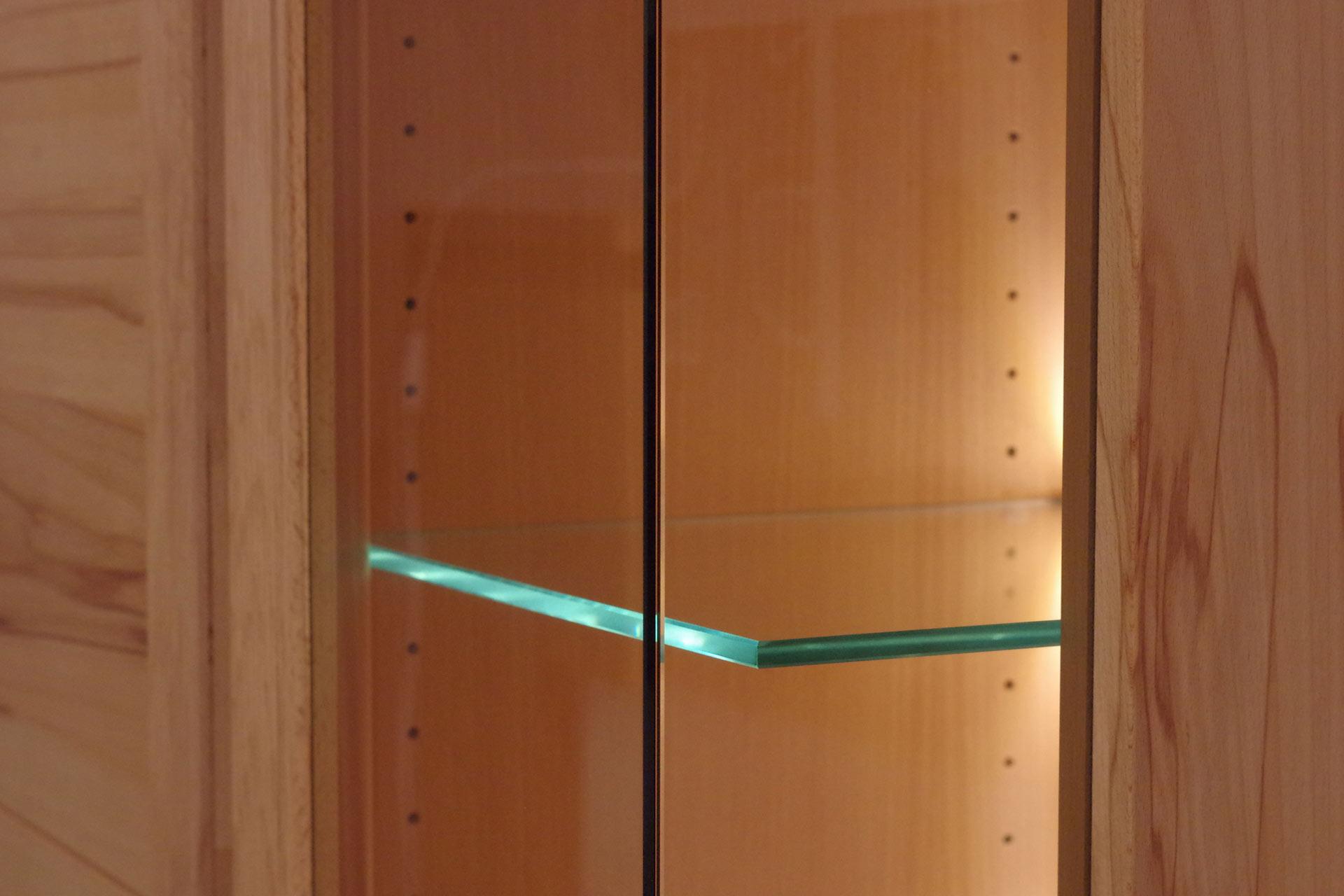 Glasecke mit Hinterglaskantenbeleuchtung