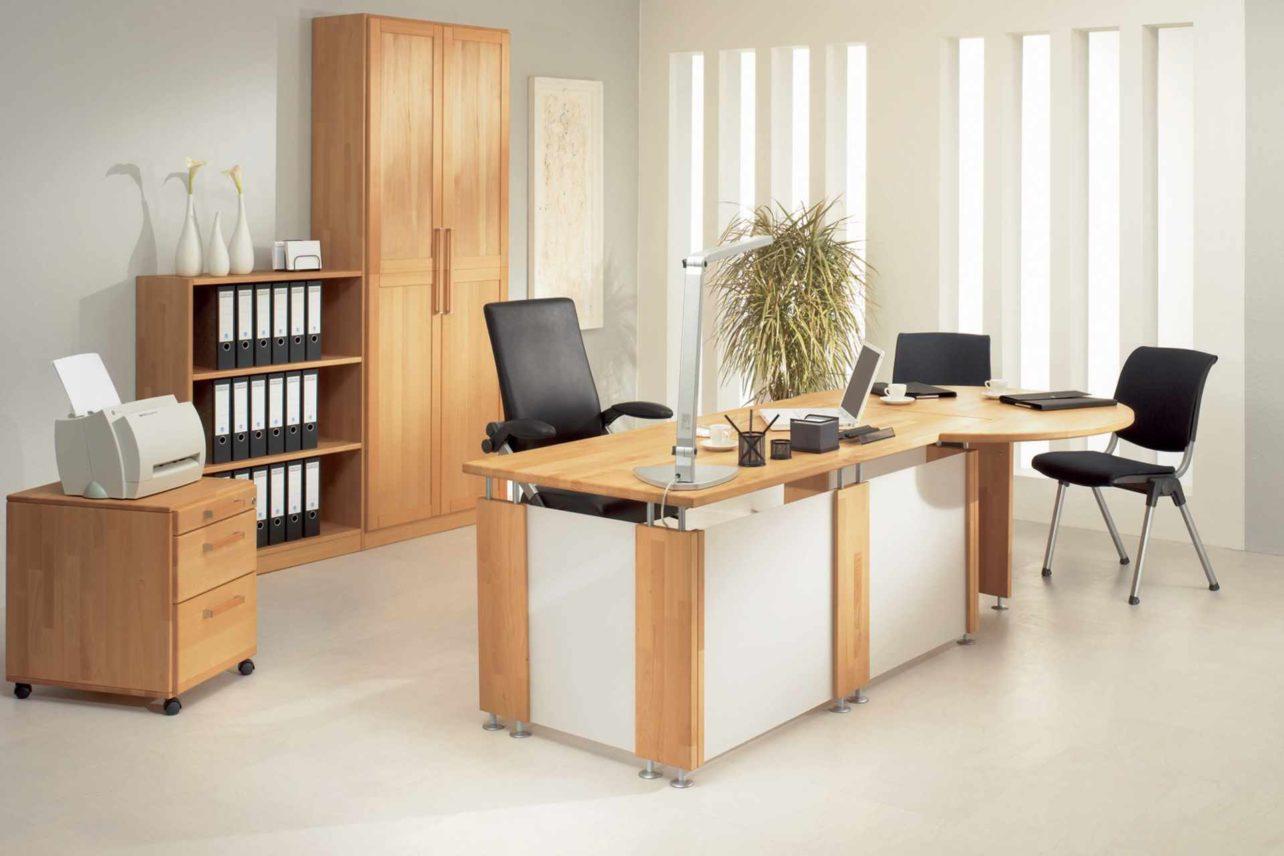 Schreibtisch, Container und Büroschränke aus Massivholz
