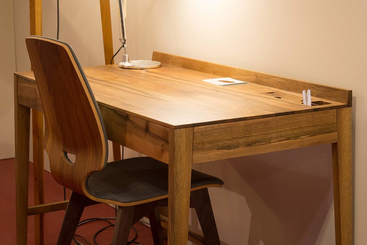 Walnuss-Schreibtisch medium in der Breite 120 cm