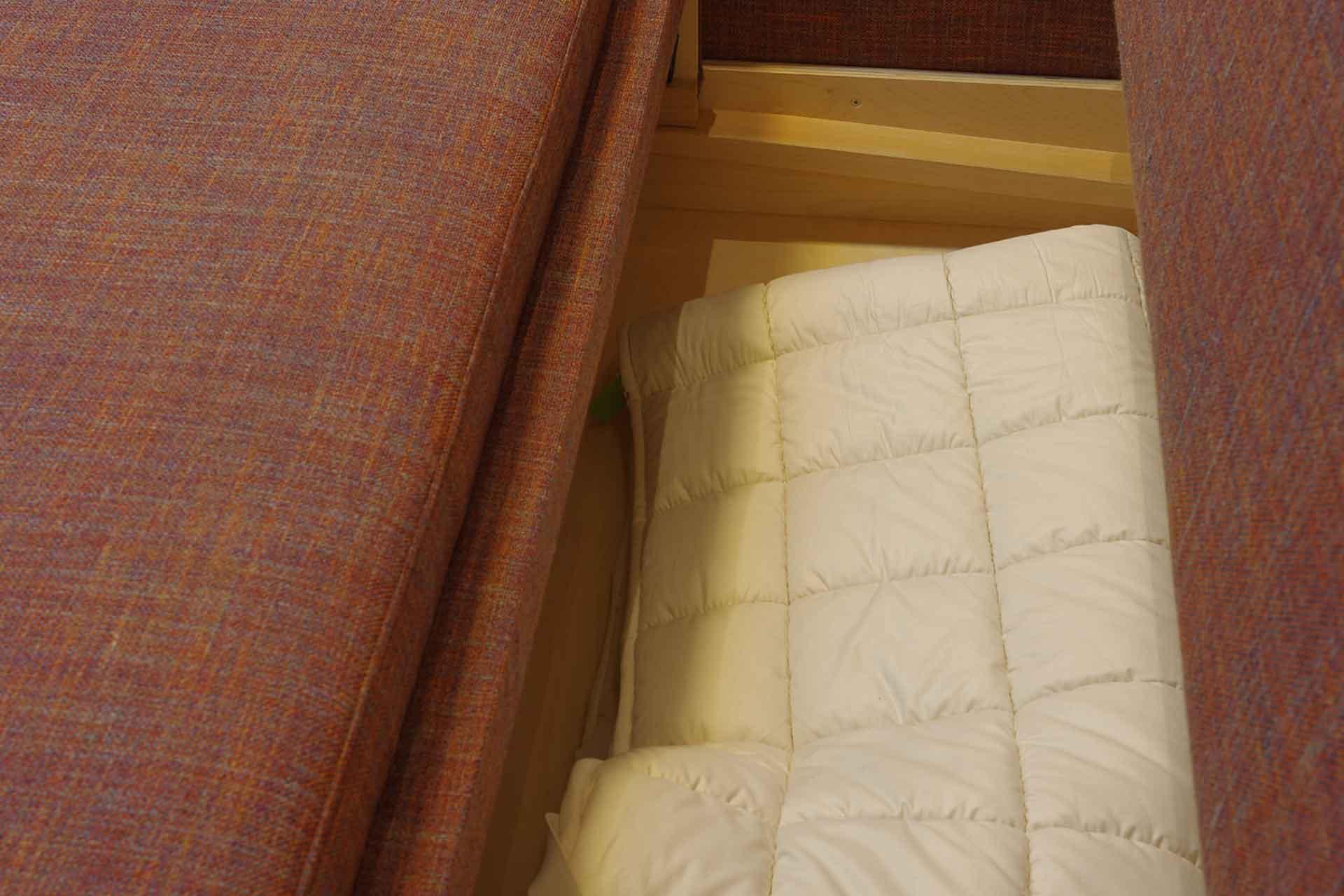 Schlafsofa mit Bettkasten
