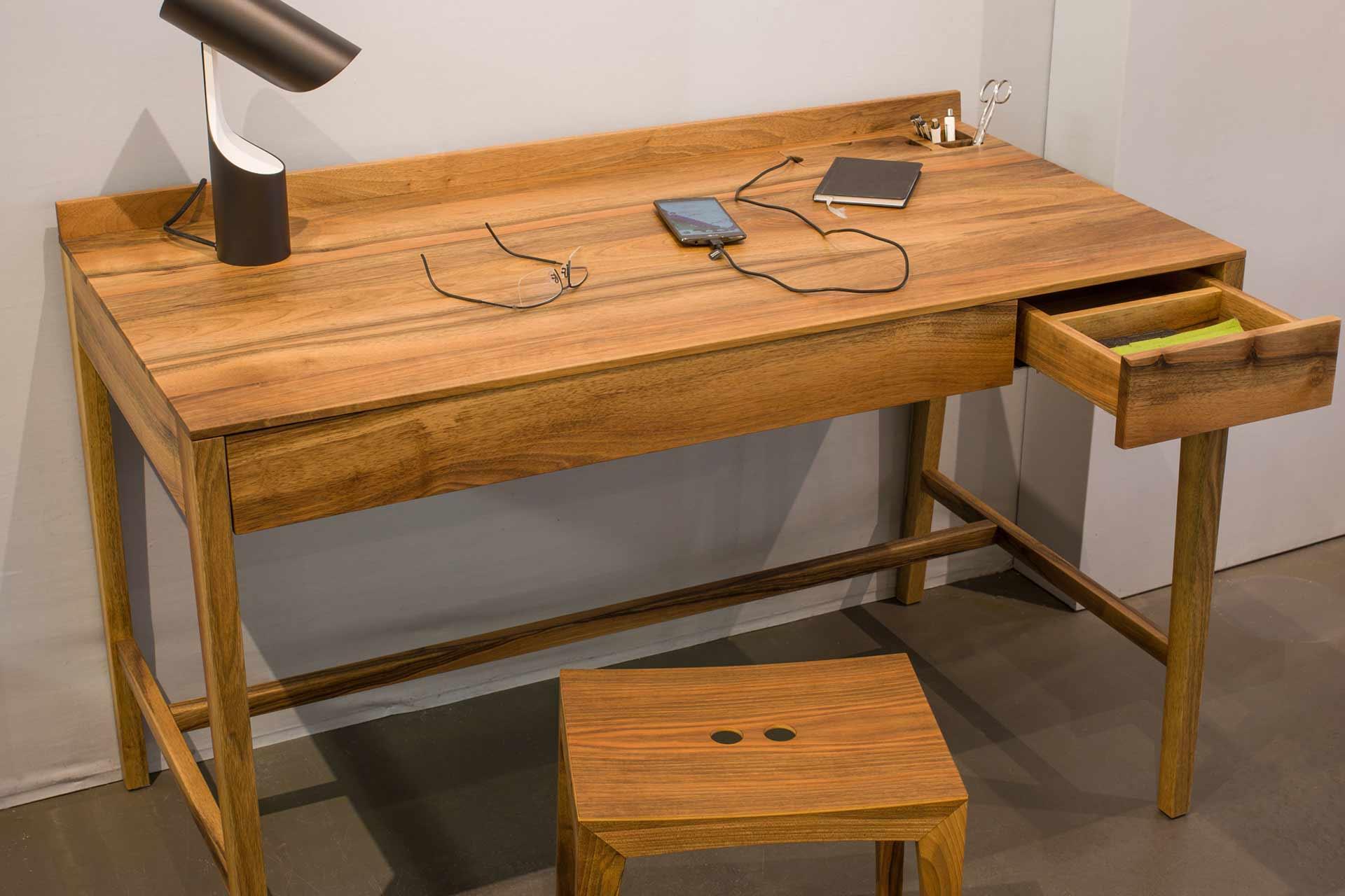 Ausstellungsschreibtisch Theo Desk in Schwarznuss