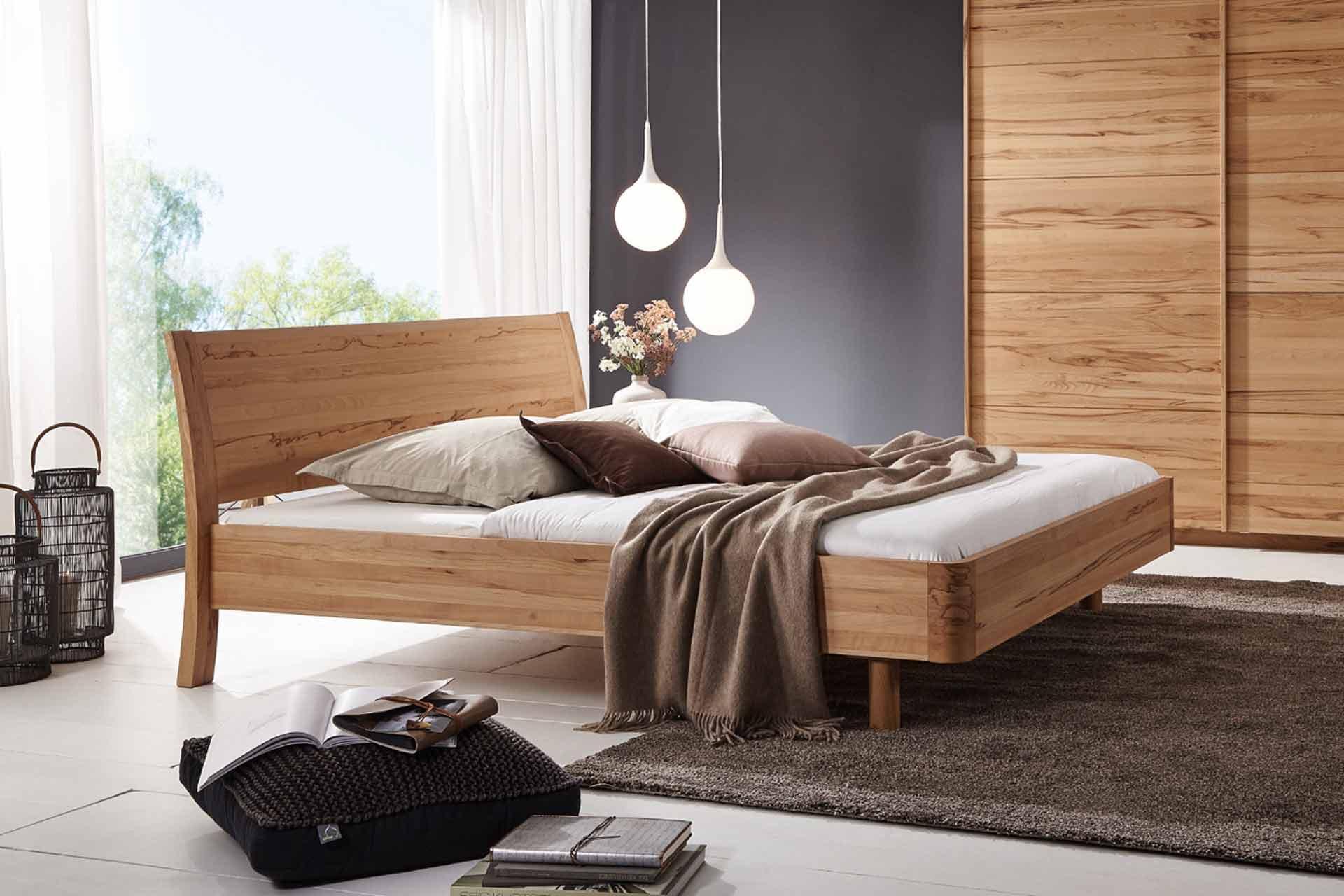 Bett Swing mit gewölbtem Kopfteil