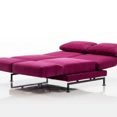 moule-sofas-01-pink-ausgeklappt