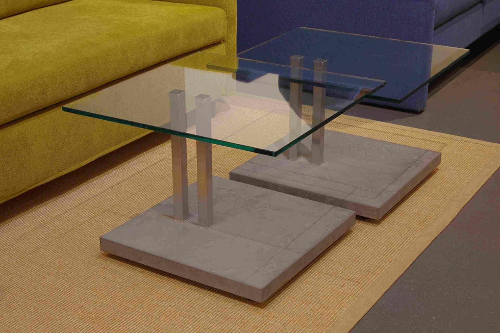 Rollbare Couchtische im Materialmix